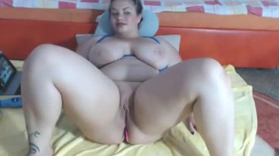 Fat sexy girl cumming on live cam