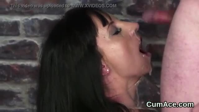 Sexy bombshell gets sperm load on her face swallowing all the load